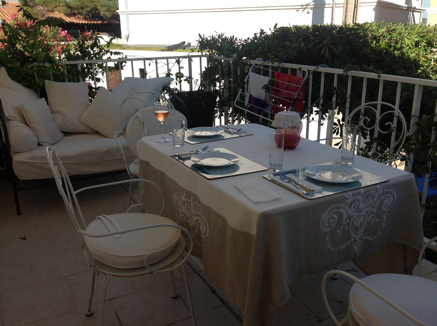 Terasse and Outdoor Dining Table Setting