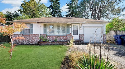 Invest or Downsize? 2 Bed 1 Bath 820 SF 0.115 Acre 1112 117th St S Tacoma, WA 98444 Starting Bid $229,000