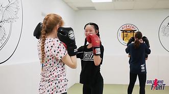 girls practicing kickboxing