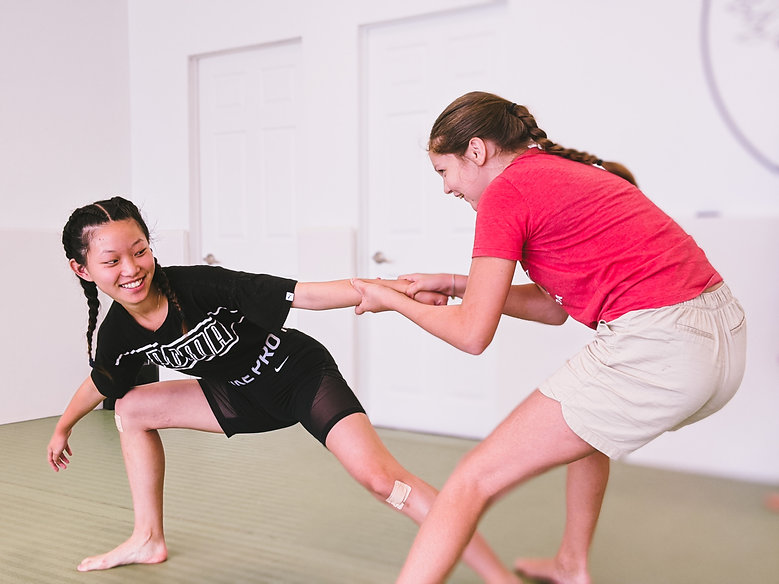 girls practicing self defense moves in toronto