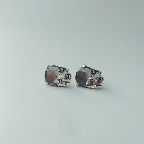 Skull Studs (Mirrored Silver)
