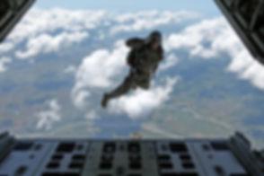 airborne-1579731_1920.jpg