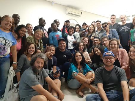 Alunos e professores da UNISUL realizam vivência durante aula de português na Pastoral do Migrante