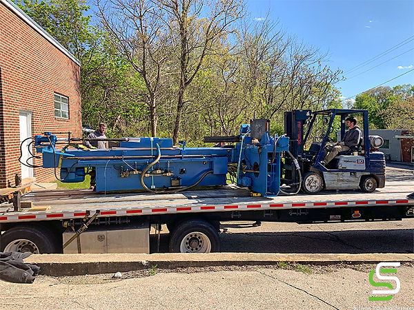 Loading a tube bending machine (4 tons) onto a flatbed truck.