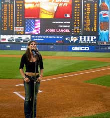mets_yanks_anthem.jpg
