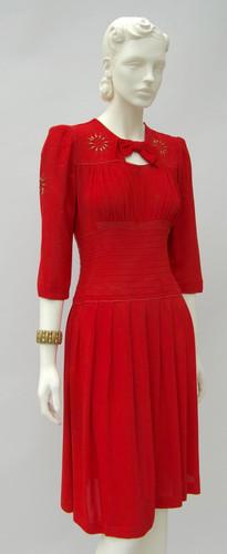 American red crepe dress (1942 - 1944)