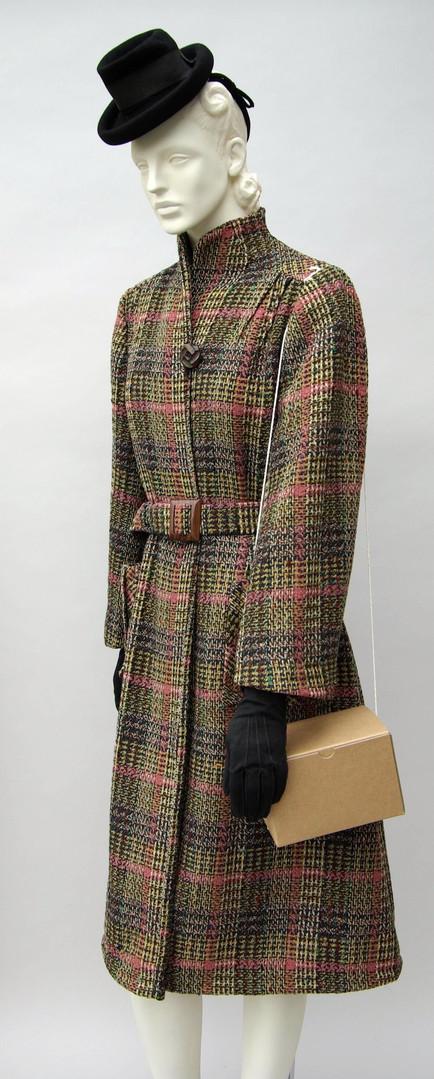 Tartan brown beige and pink tweed coat (1942 - 1945)