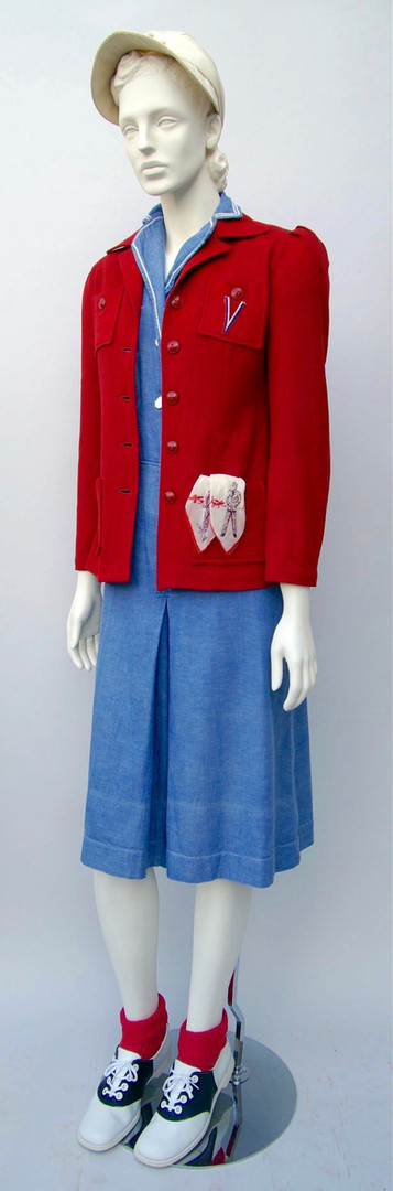 Blue dress with skort and red wool jacket (1943-1944)