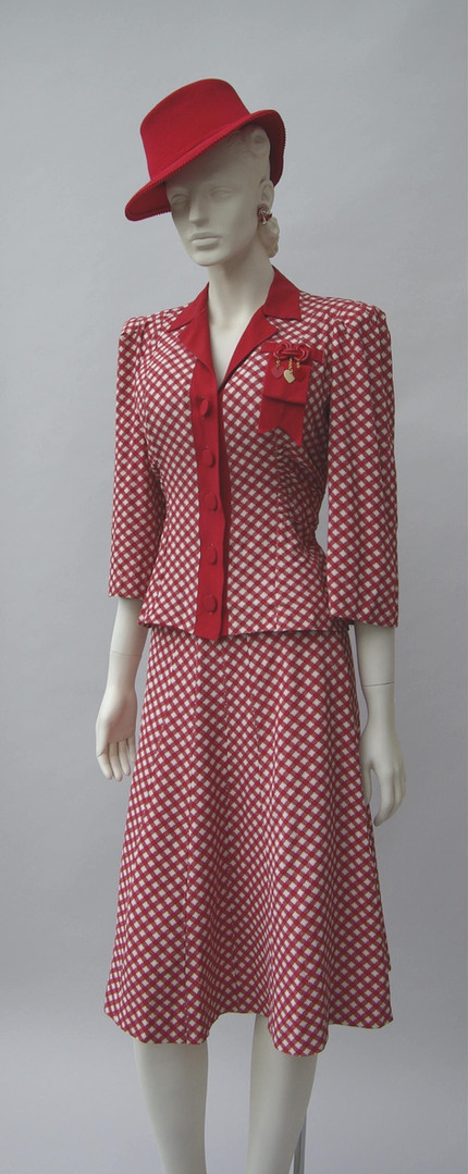 Red and white gingham suit (1942 - 1945)
