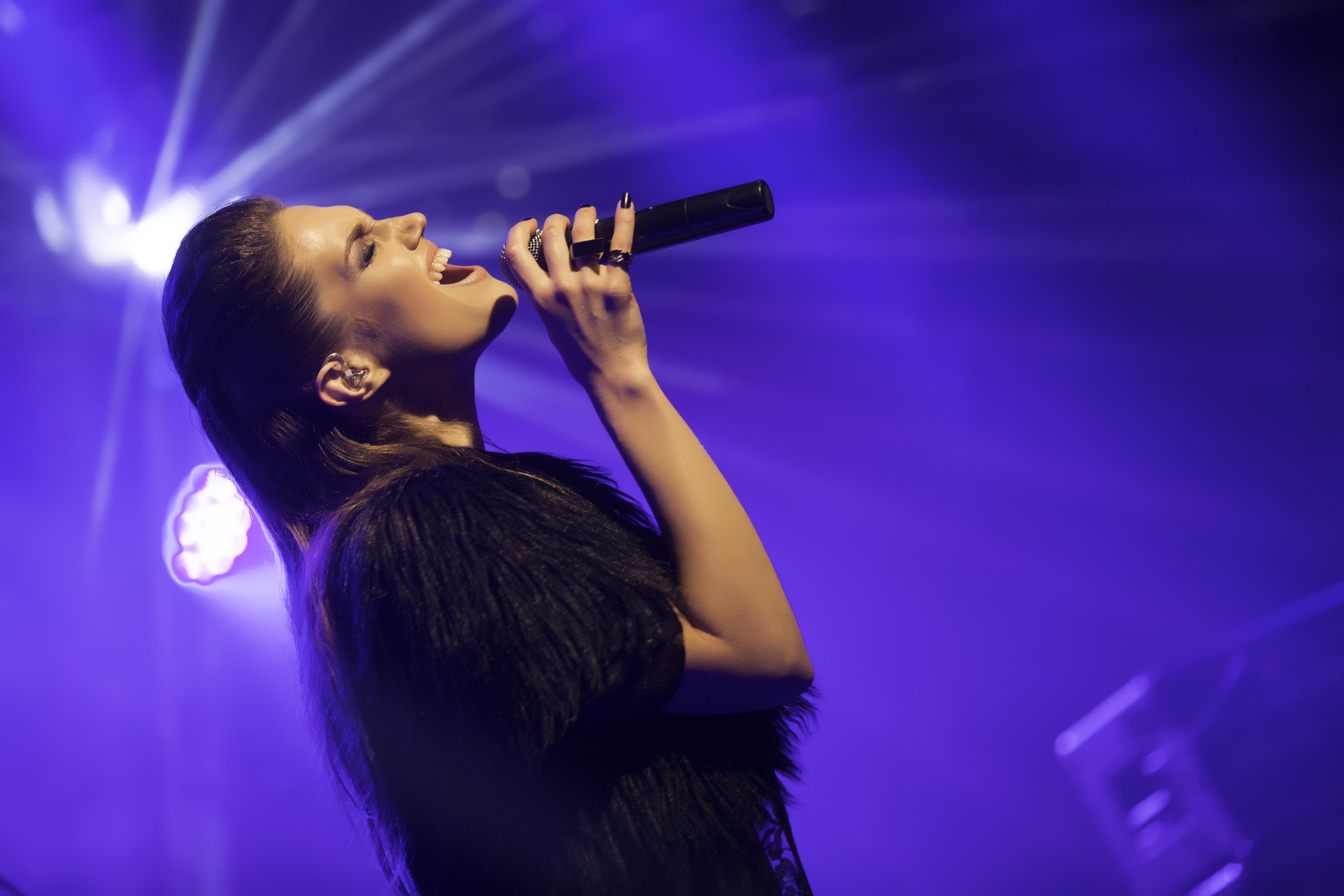 מארינה מקסימיליאן בהופעה