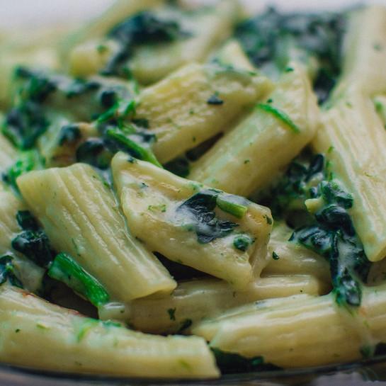 WEET WAT JE EET: Pastaschotel met champignons en spinazie