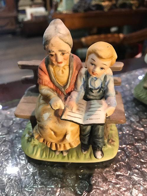 Бабушка с внуком на лавочке