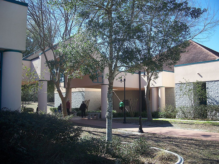 1200px-Marion_Oaks_FL_comm_center02.jpg