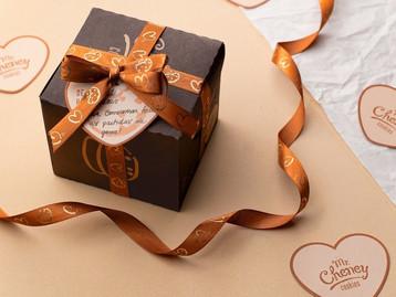 Mr. Cheney apresenta caixa especial de cookies para presentear quem ama no Valentine's Day
