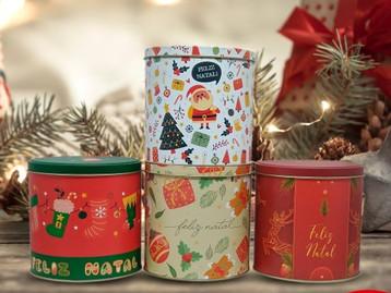 Latas decoradas para o Natal são comercializadas na Loja da Lata