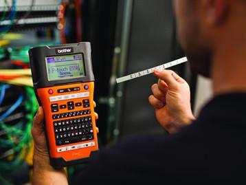 Rotuladores eletrônicos permitem rastreamento de equipamentos em indústrias via IOT