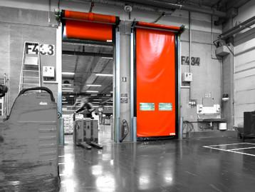 A importância de portas automáticas nos processos de controle e armazenagem de matéria-prima