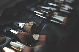 Pinceles de maquillaje en estudio