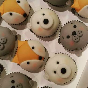 polar animals cupcakes