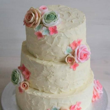 flowers buttercream wedding cake