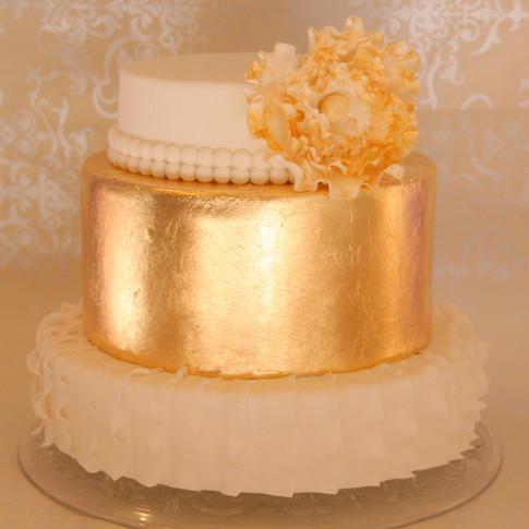 gold white wedding cake