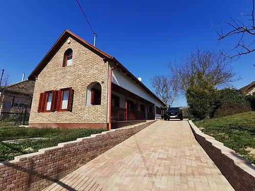 Luxus kivitelezésű vidéki otthon