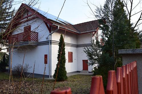 Üdülőépület a Balatonnál