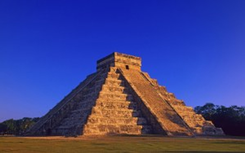Mayan-Pyramid-of-Kukulkan-at-Chichen-Itza-Yucatan-Peninsula-Mexico-