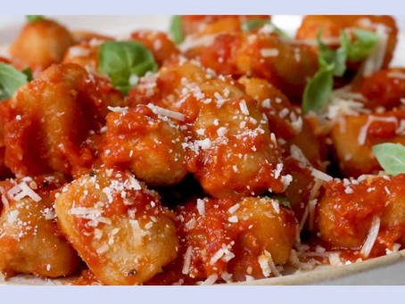 Healthy Cauli-Gnocchi with Roasted Red Pepper Garlic Sauce!