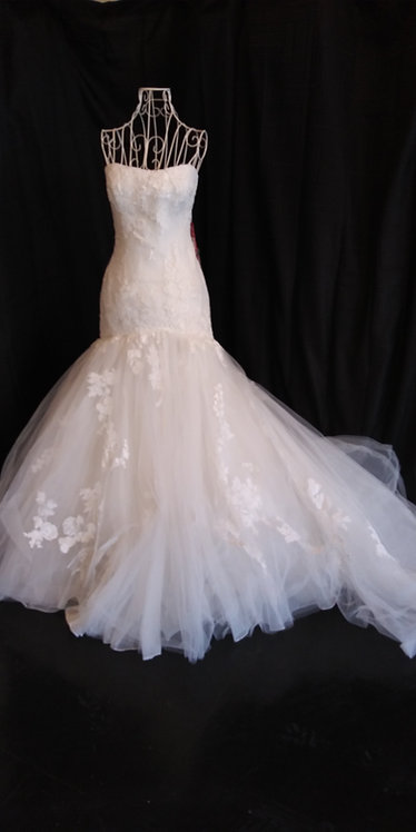 CELEBRATE YOUR LOVE IN THIS ENZOANI SZ 8 NEW