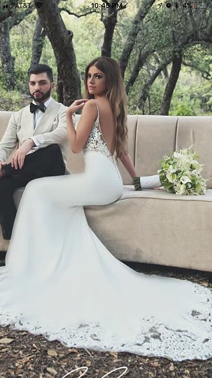 Forever and ever dress in a size 6 ivory perfection
