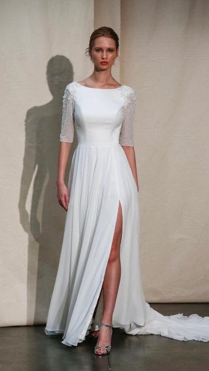 Elegant simplicity romantic getaway dress by Justin Alexander size 10