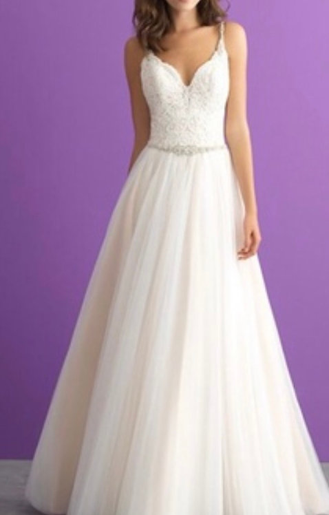 Soft flowing gorgeous beading  on this allure size 10 style 3004