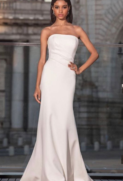 The most elegant vibes in this size 14 crepe gown