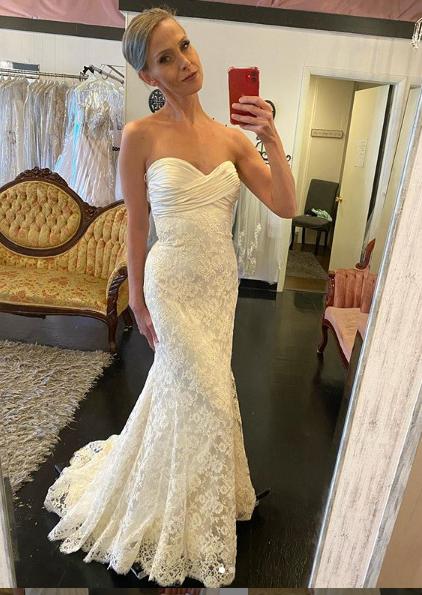 Lace and silk sz 0  elopement, informal wedding beauty