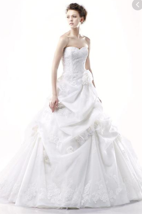 New fairytale ball gown by Enzoani in white size 4