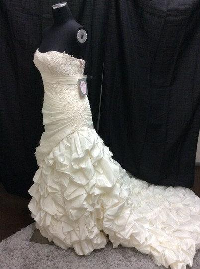 Ivory Elegant Flowing Formal Wedding Dress Street Size: 8 (M) Label Size: 10 (M)