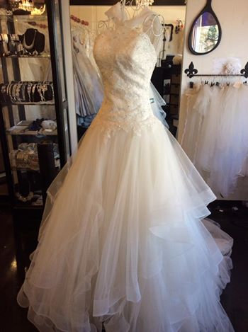 Bonny Bridal size 6 luscious layers of ivory float