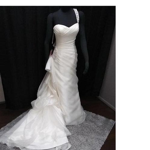 Ivory Organza Feminine Wedding Dress Size: 6