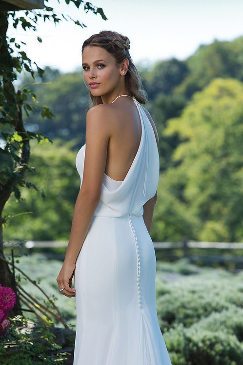Timeless simple flowing down perfect for your outdoor wedding size 10 in ivory