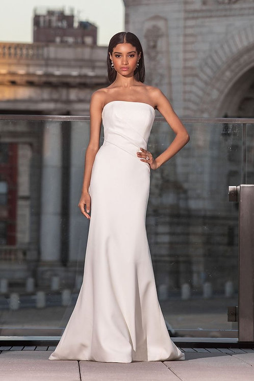 Perfect simplicity with this crêpe column dress is size 14 from Justin Alexander