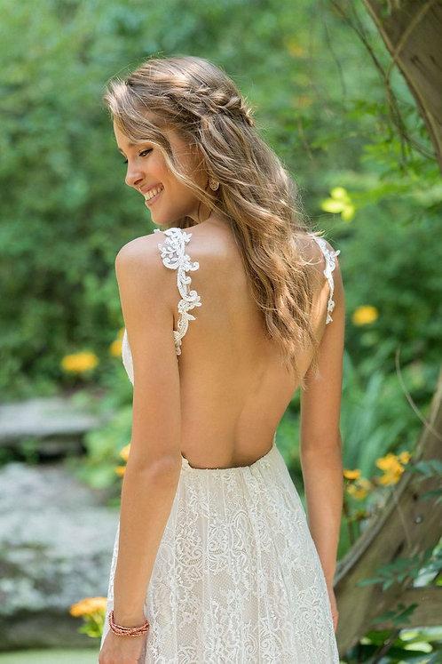Dreamy feels beautiful Lillian west dress in a size 12 Simplicity plus sizzle