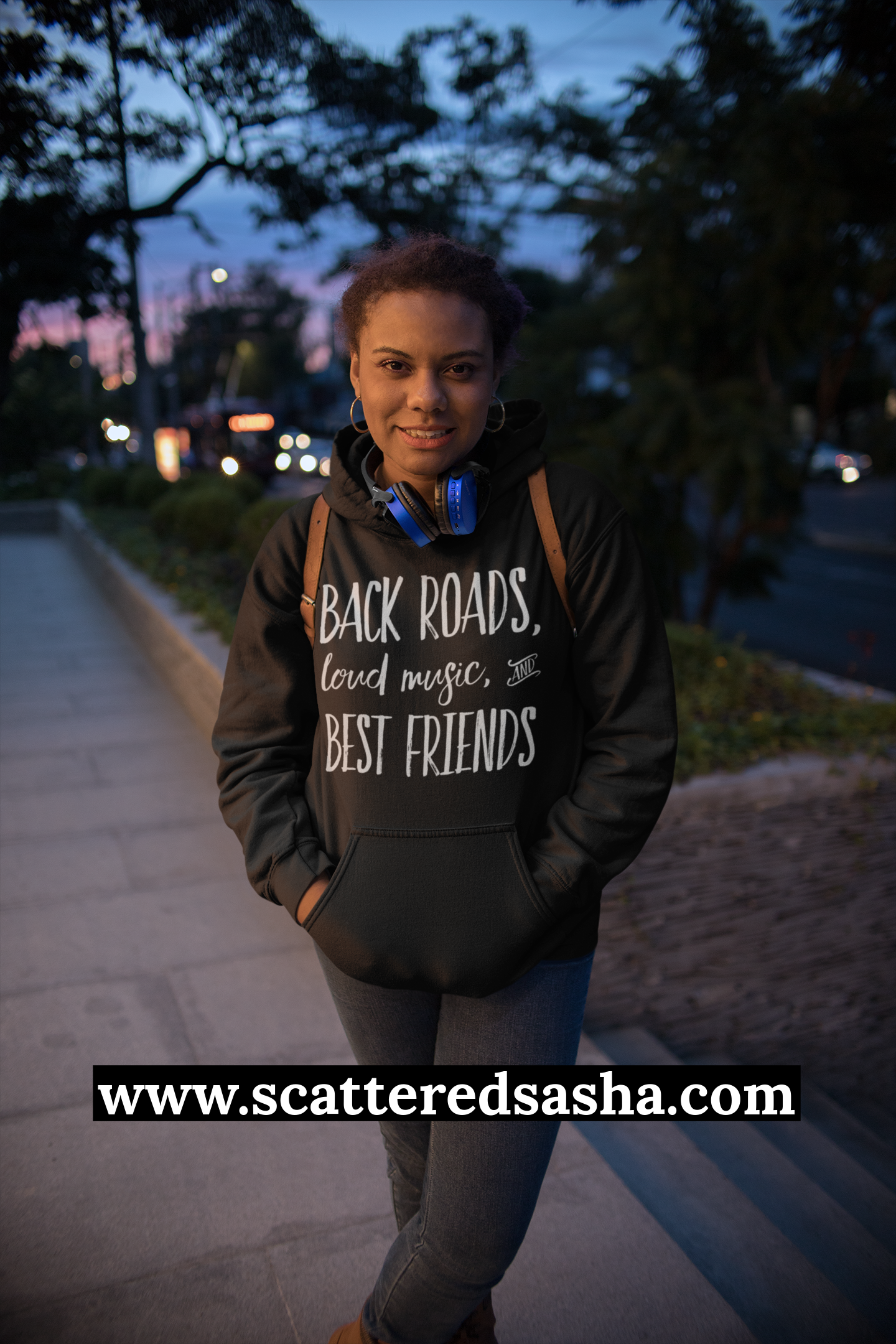 Promo - Back roads - hoodie young woman