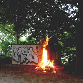 Brennt Sperrmüll an einer Gasdurchleitungsstation