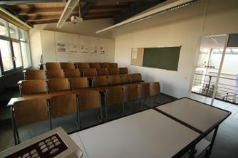 Naturwissenschaftlicher Lehrsaal: Theoretischer Unterricht und Brandschutzerziehungen finden hier statt