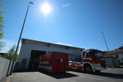"""Im Jahr 2018 neu erbaut wurde die unbeheizte """"Kalthalle"""" am südlichen Ende des Areals rund um das Feuerwehrhaus."""