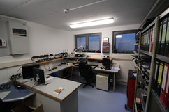 Um Funkgeräte zu reparieren oder Meldeempfänger zu programmieren bietet unsere Funkwerkstatt das nötige Equipment