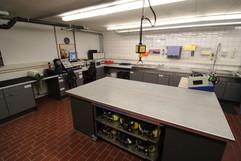 In der Atemschutzwerkstatt wird alles rund um unsere Pressluftatmer gewartet, gereinigt und geprüft