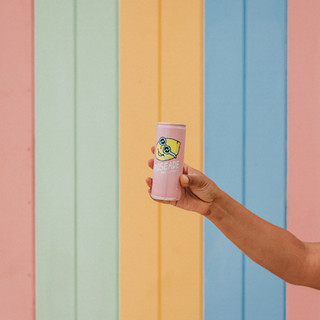 roseade-can-colourful-backdrop.jpg