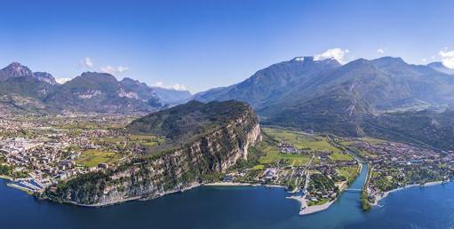 600px_Italien,_Gardasjön_Italien_Torbole